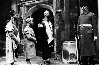 Giraffe women visit London, 1935