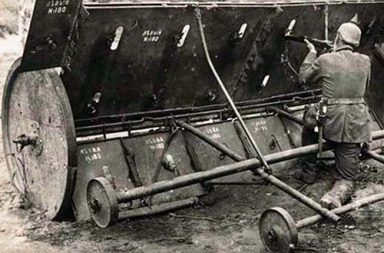 A Russian adjustable mobile shield captured by the Germans, 1914
