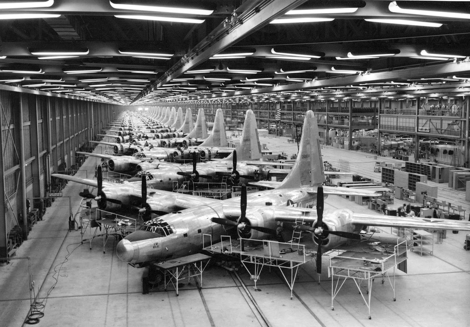 B 32 dominator bomber factory in fort worth 1944 for Interior design firms fort worth tx