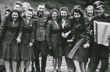 Laughing at Auschwitz - SS auxiliaries poses at a resort for Auschwitz personnel, 1942