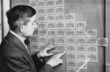 Using banknotes as wallpaper during German hyperinflation,1923