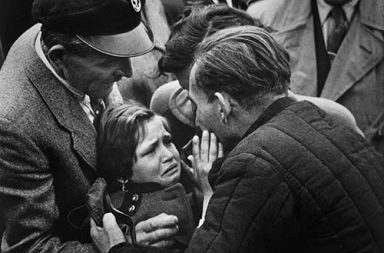 A German child meets her father, a WW2 soldier, for the first time since she was 1 year old, 1956
