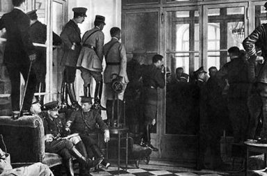 Spectators climbing over furniture to watch the signing of the Treaty of Versailles, 1919