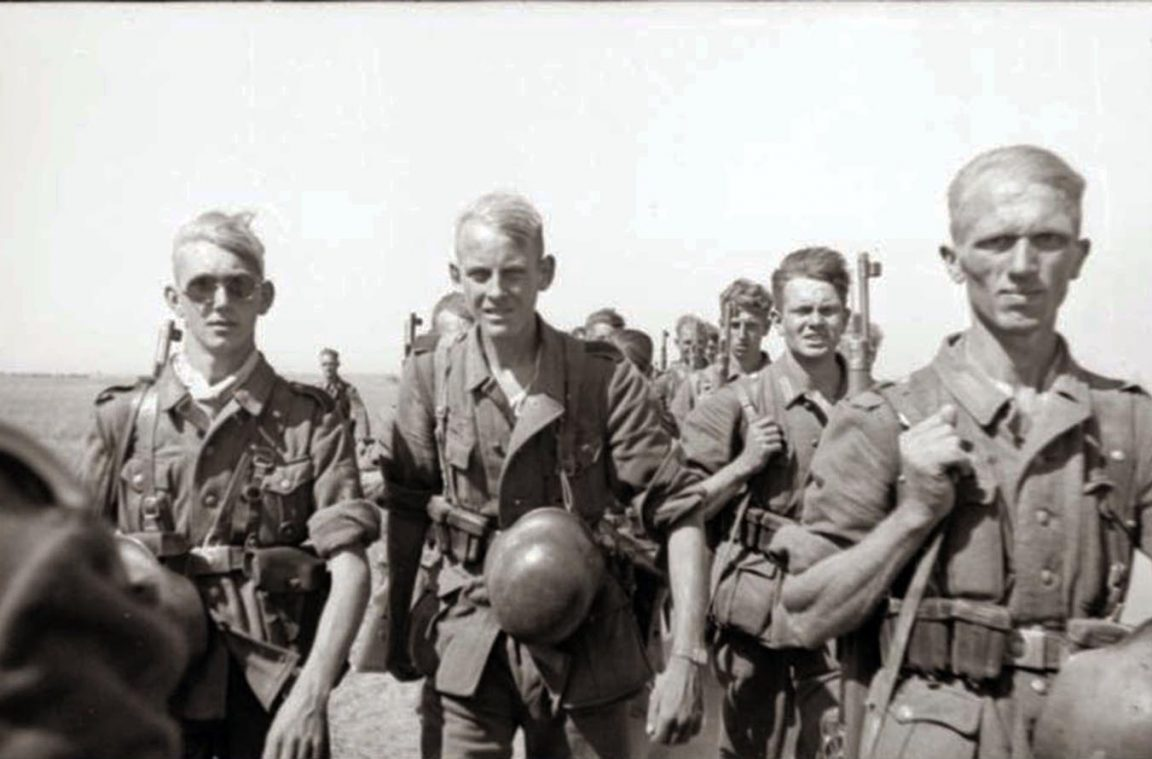 6th-Army-soldiers-marching-to-Stalingrad