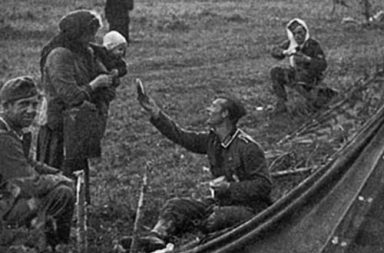 A German soldier shares his rations with a Russian mother, 1941