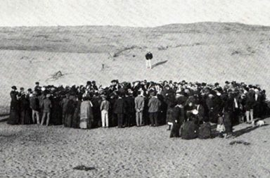 About 100 people participate in a lottery to divide a 12 acre plot of sand dunes, that would later become the city of Tel Aviv, 1909