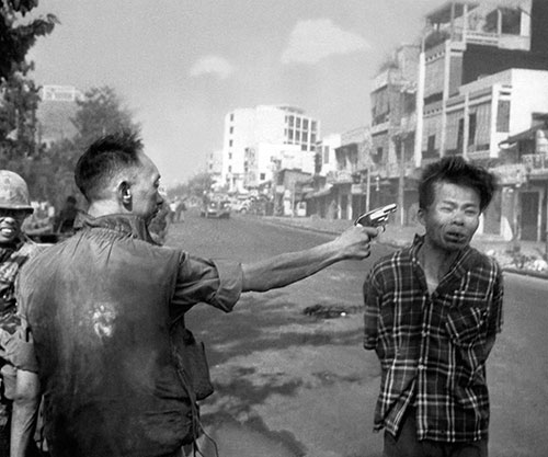 Saigon-Execution-Murder-of-a-Vietcong-by-Saigon-Police-Chief-1968-small.jpg