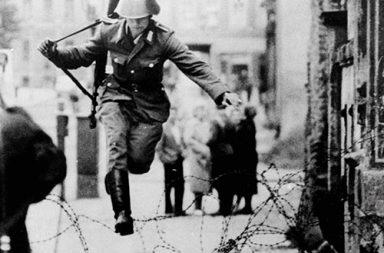 Conrad Schumann defects to West Berlin, 1961
