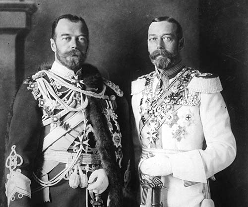 https://rarehistoricalphotos.com/wp-content/uploads/2015/12/King-George-V-and-his-physically-similar-cousin-Tsar-Nicholas-II-of-Russia-in-German-military-uniforms-in-Berlin-1913-small.jpg