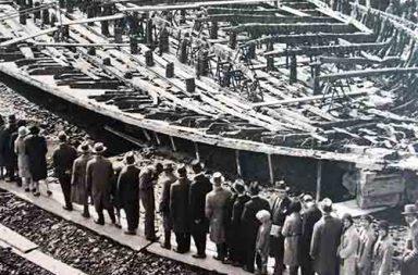 Italians viewing antique Emperor Caligula's Nemi ships, 1932