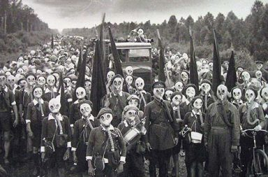 Pioneers of Leningrad in a defense drill, 1937