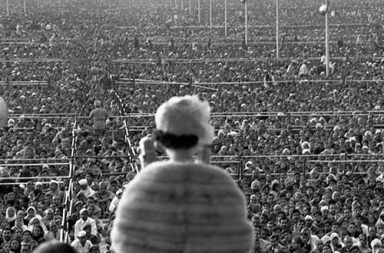 Queen Elizabeth II addresses a vast gathering of more than a quarter of a million in India, 1961