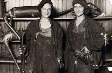 Two female bootleggers, 1921