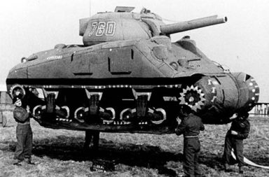 The inflatable dummy tanks of battlefields, 1918-1945
