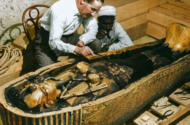 The discovery of Tutankhamun in color pictures, 1922