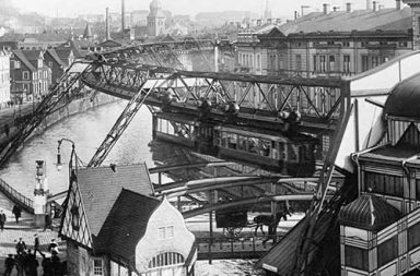 The Wuppertaler Schwebebahn, the oldest electric elevated railway, 1913