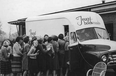 The bookmobiles - Vintage photos of traveling libraries, 1910s-1960s