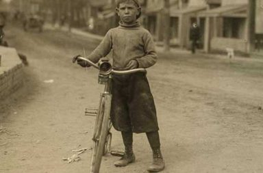 The early teen bicycle messengers, 1908-1917