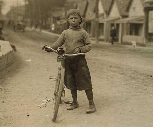 Mensajeros adolescentes en bicicleta, 1908-1917
