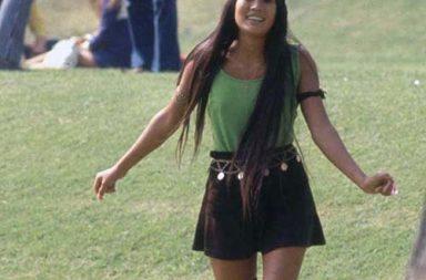 The freaky high school fashion of the hippie era, 1969