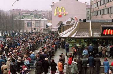 The first McDonald's in Moscow that drove the city mad, 1990