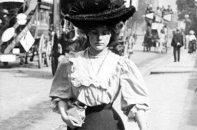 London street style during Edwardian era, 1905-1908