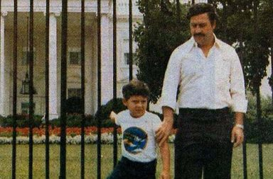 Pablo Escobar poses for a family photo outside of the White House, 1981