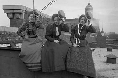 Vintage photos of department store workers during lunch break, 1900