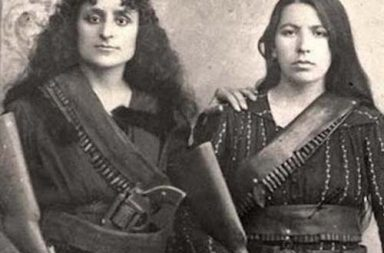 The story of two Armenian women posing with their rifles before going to battle against the Ottomans, 1895