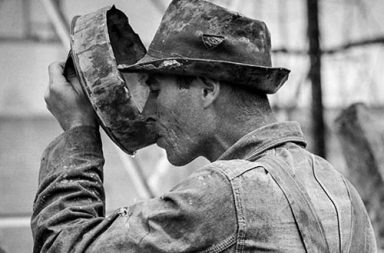 The hard life of roughnecks of the East Texas Oil Field, 1939