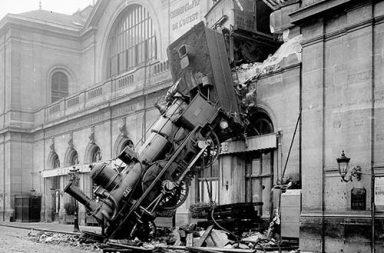 The Montparnasse train wreck in rare photos, 1895