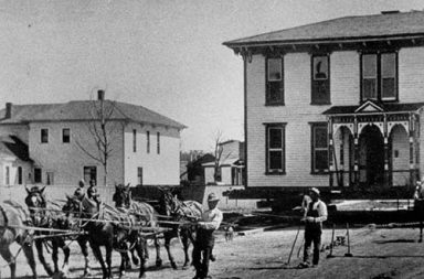 Moving entire houses by horses, 1890-1920